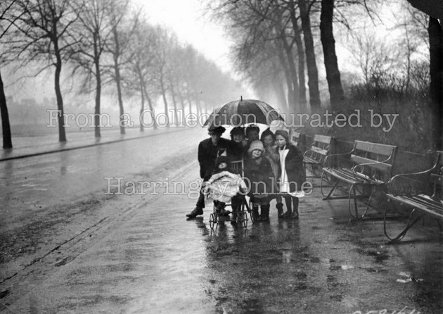 Rainy day in Finsbury Park, 1914