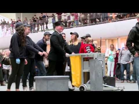 Flash mob by Mountainview students @ King's Cross station