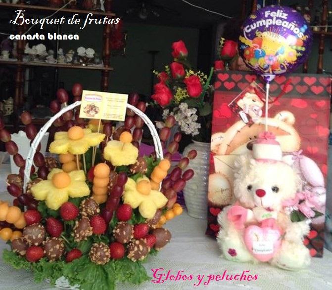 canasta blanca con peluche y globo -Bouquet de frutas