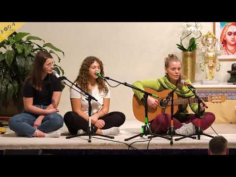 Ubi Caritas, Taizé Song  with Saradevi, Maitreya, Theresa