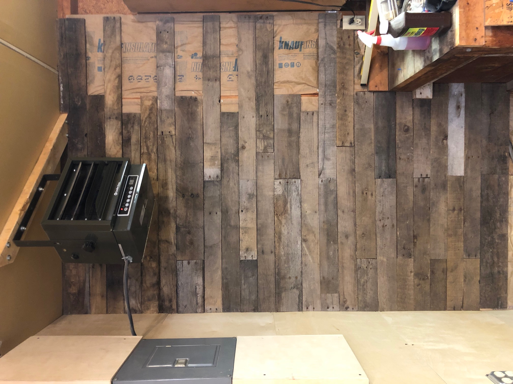 Start of the pallet wall in the garage