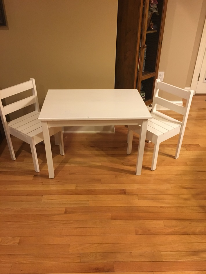 Clara Table and Chairs