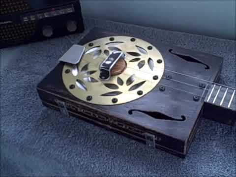 Acoustic Cigar Box Resonator - Recording of a 3 string guitar without a pickups