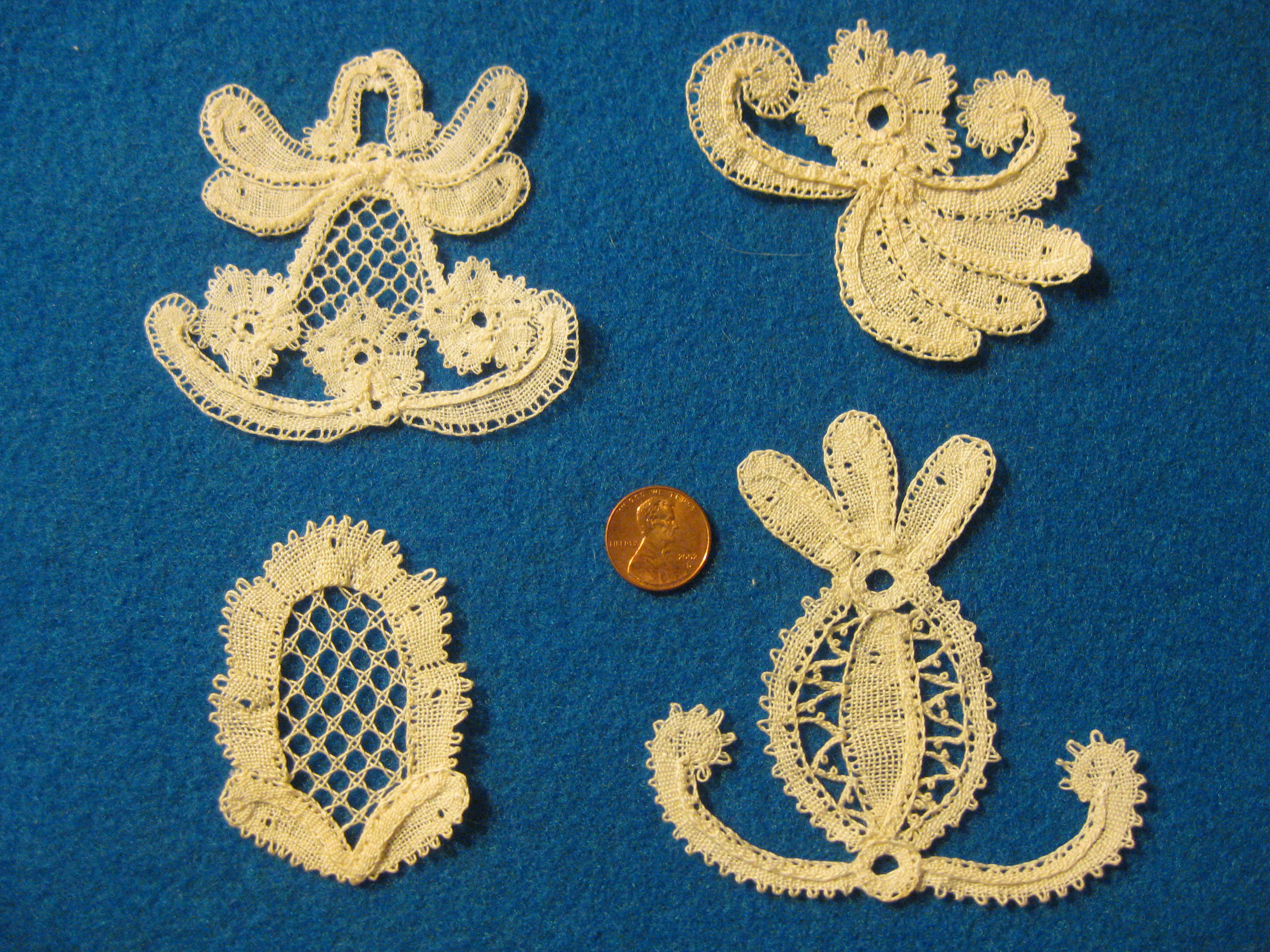 Belgian Rosaline lace samples in large thread by Maria Provencher