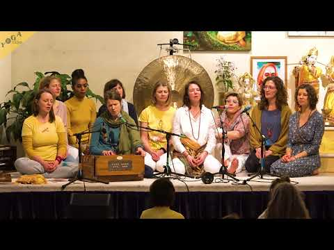Om Bhur Bhuvah Svaha | Gayatri Mantra by Yoga Teachers from Bamberg