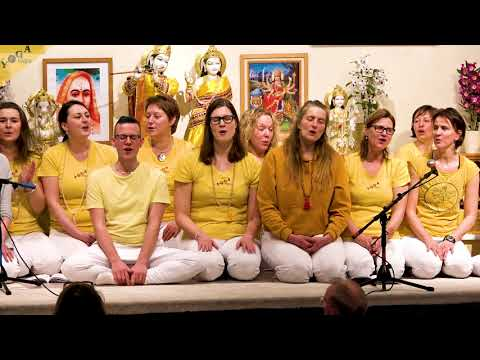 Om Sacchidananda Parabrahma | Mula Mantra | by yogateachers from Dortmund and Münster
