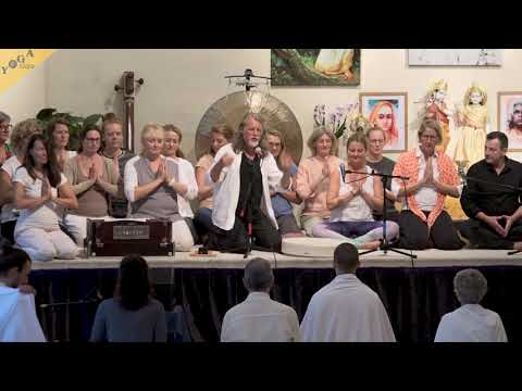 Om Mani Padme Hum | Bhajan Noam with reiki group