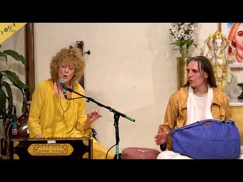 Om Mani Padme Hum by Mangala and Ananda Chaitanya Das