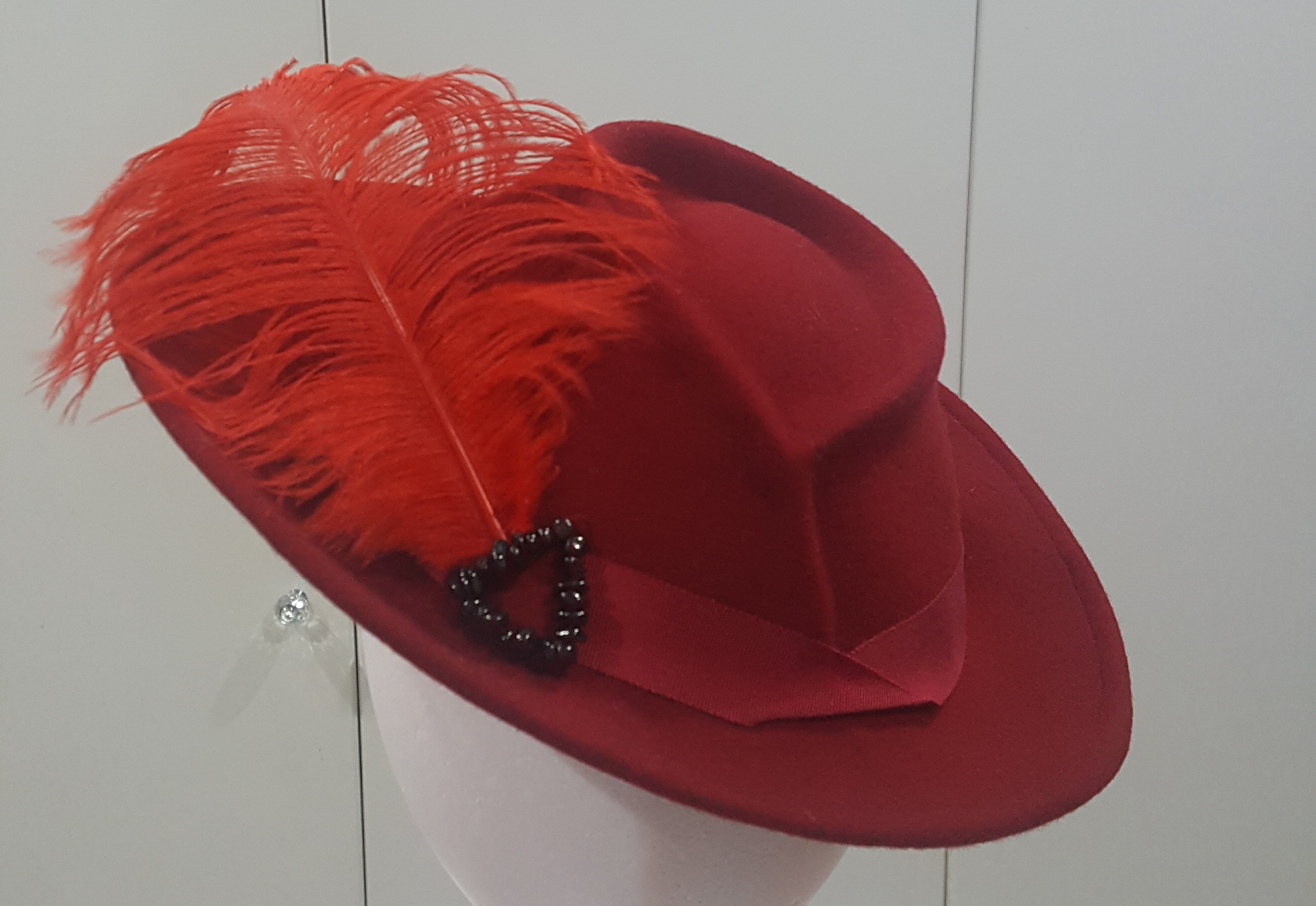 1930's style fedora with ostrich feather and garnet trim