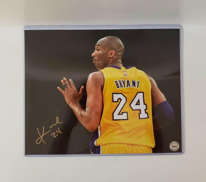 Likely Not Genuine: Kobe Bryant autographed 8x10 basketball photo hand signed w/ COA LA Lakers $139