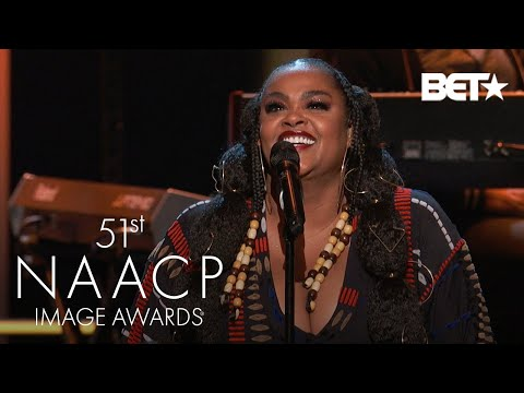 "Jill Scott Wows Crowd With Performance Of ""Do You Remember"" & ""Is It The Way"" 
