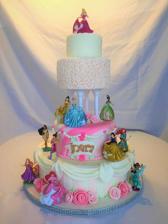 Inaras Princess cake full view enh