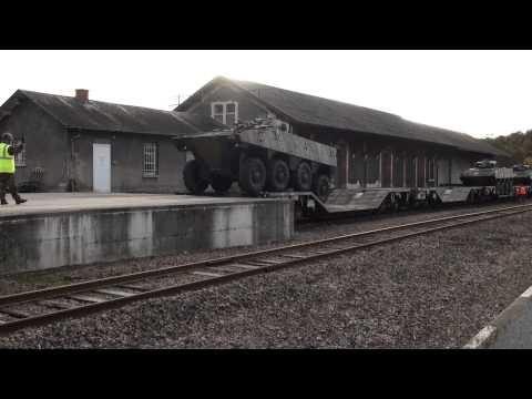 Le 35°RI débarque son matériel en gare d'Ussel