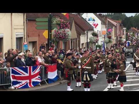Harmonie écossaise lors du défilé à Souchez