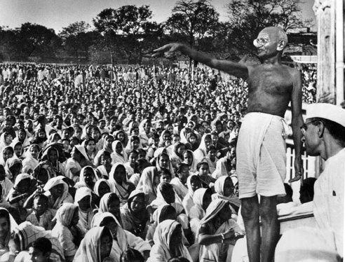gandhi-crowd