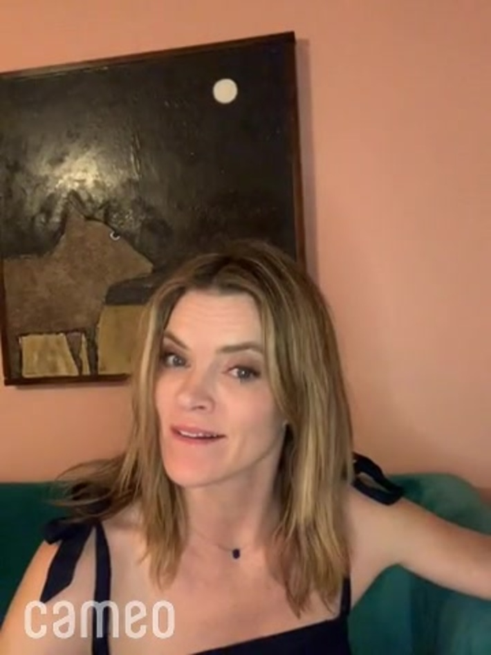 Hollywood actress MISSI PYLE wants to ride a limousine to work at COSTA RICA'S CALL CENTER.