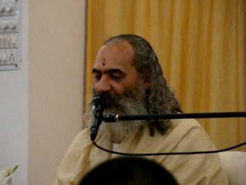 Prem Baba cantando Recado da Mãe Divina
