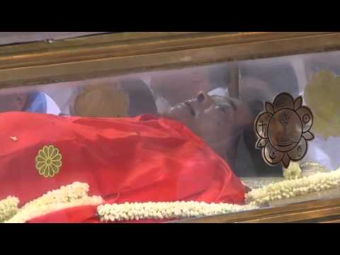 Holy & Divine Body of Sri Sathya Sai Baba lying in State at Sai Kulwant Hall .wmv