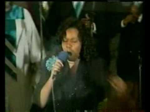 kimberly Ray singing praises unto God