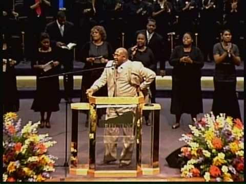 Pastor Marvin Winans leading devotion