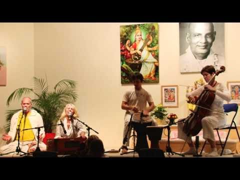 Atmaram and Gopi chant the Devi Kirtan Hey Ma Durga