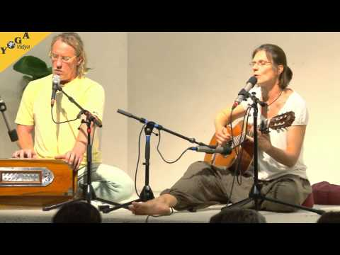 Mantrasingen: Om Guru with Shanti and Juergen