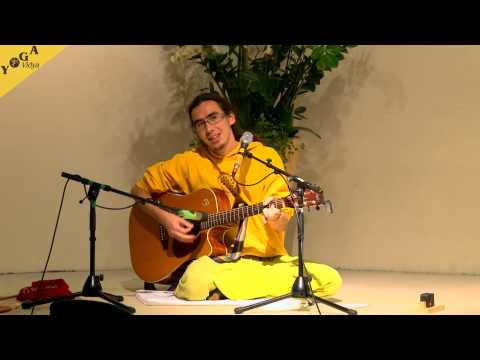 Mantra Video: David Ma chants Hallelujah and Sei jeden Tag ein Geschenk