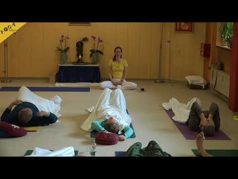 Patanjalis Ashtanga - Yoga Class with Kaivalya