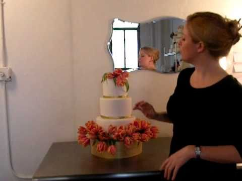 DIY Wedding Cake: Decorating with Flowers