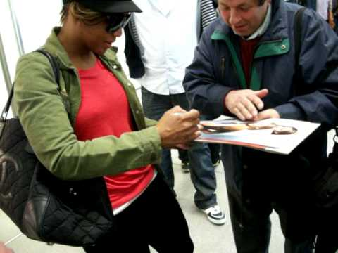 Toni Braxton signing autographs in Berlin 2010