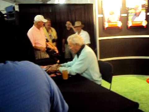 arnold palmer signing autographs