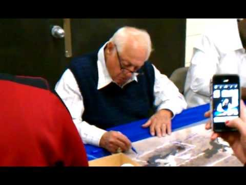 4/22/12 TOMMY LASORDA SIGNING FOR FANS
