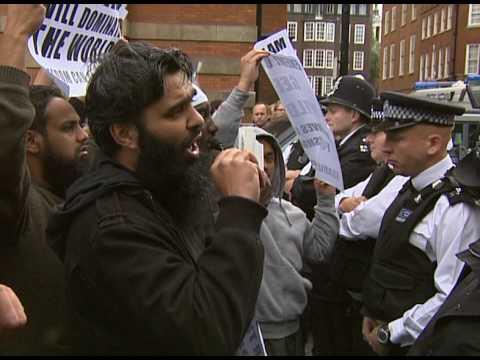 "UK: Muslim protesters threaten Geert Wilders: ""We'll have his head"""