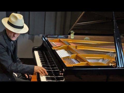 Giovanni Bomoll - Run (Original Epic Cinematic Music)