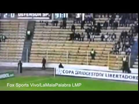 Video Mostra Suposto Fantasma correndo em estádio