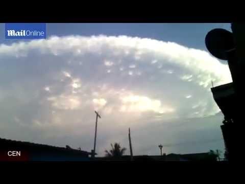 NUVEM, em formato de OVNI GIGANTESCO, apavora população da COLÔMBIA !