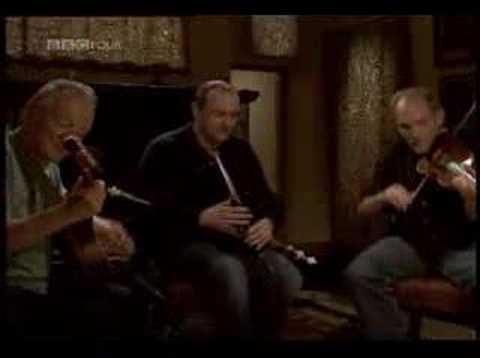 Donal Lunny (bouzouki) Michael McGoldrick (uilleann pipes) & Bruce Molsky (fiddle) ~ Reels