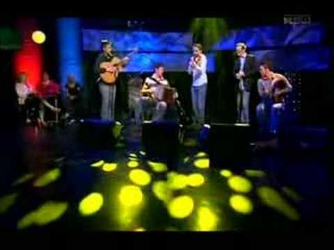 Seán Mc Elwain with the group Téada