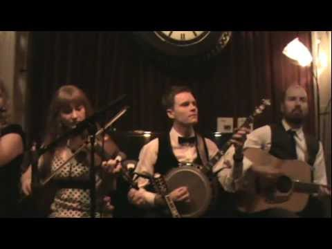 Deas - Harp & Shamrock / Smell of the Bog (hornpipes)