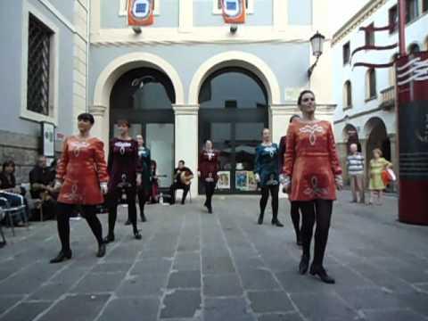 Bodhrán Street Performance - Treble Reels