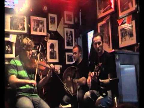 Irish tunes in the temple bar