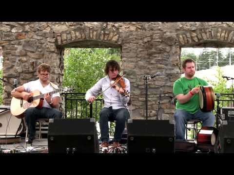 NUA - Flying CDs (Live at the Mill Race Folk Festival 2013)
