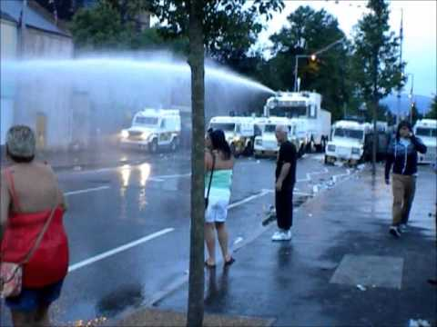 RAW FOOTAGE: Rioting at Lower Newtownards Road - Short Strand Interface, July 12 2013