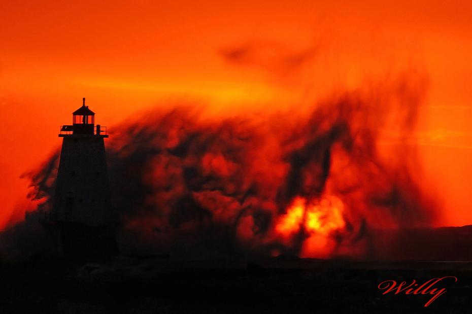 Ludington Michigan, lighthouse and waves - Wild sunset