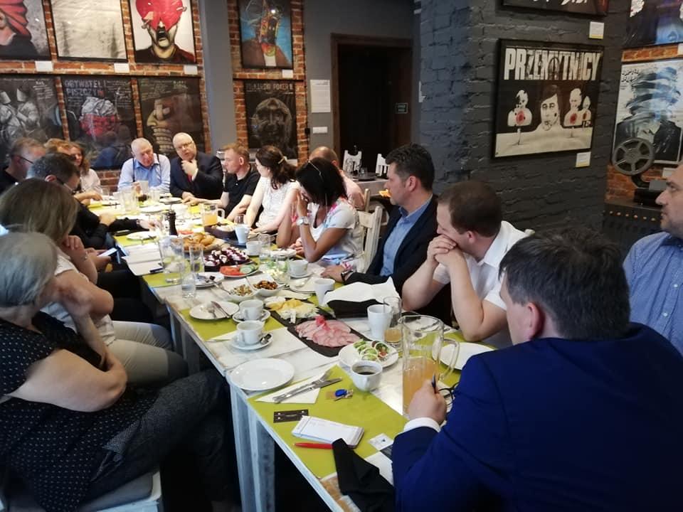 Owocne kontakty czy kumoterstwo, czyli o networkingu w Polsce