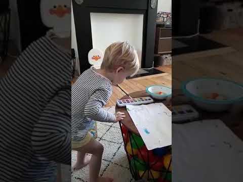 Arthur peint pour sa granny