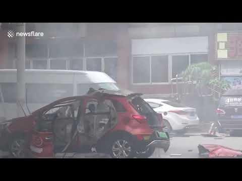 UN AUTOMOVIL ELÉCTRICO EXPLOTA MIENTRAS ERA CARGADO EN CHINA Y QUEDA REGISTRADO EN VÍDEO