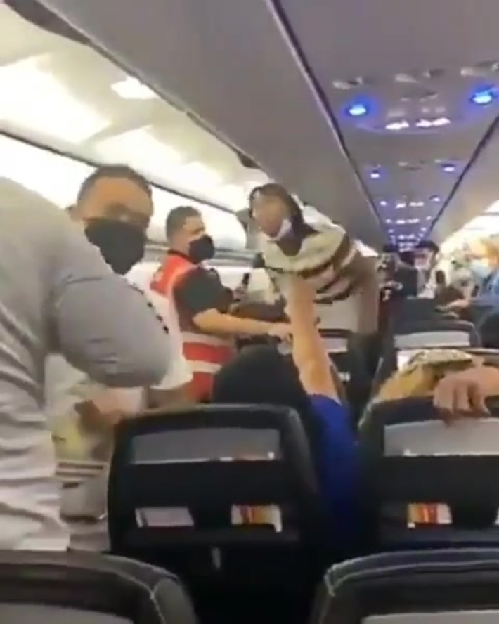 Fight breaks out on Spirit Airlines