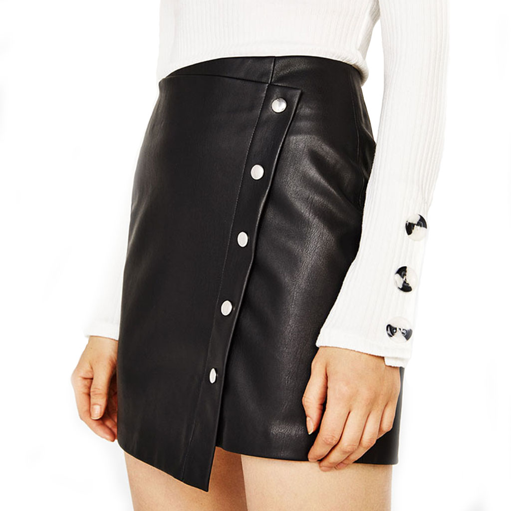 ACCESSORIES ADDS GLAM TO LEATHER SKIRT