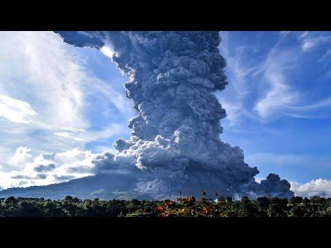 [Breaking News] Powerful eruption  Lewotolo volcano, Lembata, Indonesia. Footage caugth on camera
